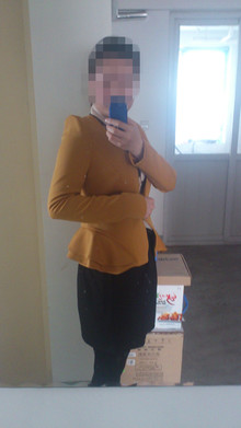 <p>sally每日搭配——20130417<br/>       Aunt Sally went shopping and she bought a sweater, a blouse and……<br/>       Sally大学毕业半年有余,作为刚踏入职场的新人,很乐于解答大学生妹纸和准白领的搭配