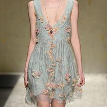 2013夏季新款韩版立体订花朵蕾丝连衣裙度假花朵连衣裙女