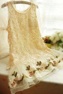 春暖花开 森林系清新。欧根纱刺绣下摆蓬蓬蕾丝背心连衣裙 打底裙